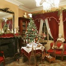 Champagne, charlotte et crinoline : un Noël victorien chez les Cartier